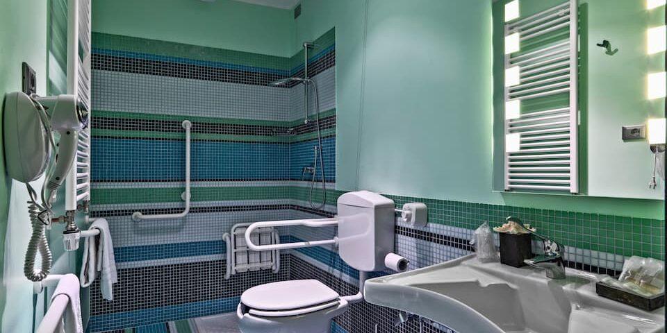 Как правильно проветрить ванную комнату без окна