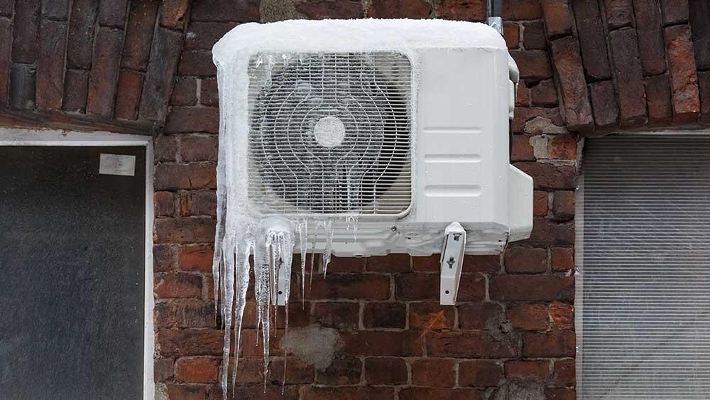 Можно ли включать кондиционер зимой? Обогрев и охлаждение при низких температурах